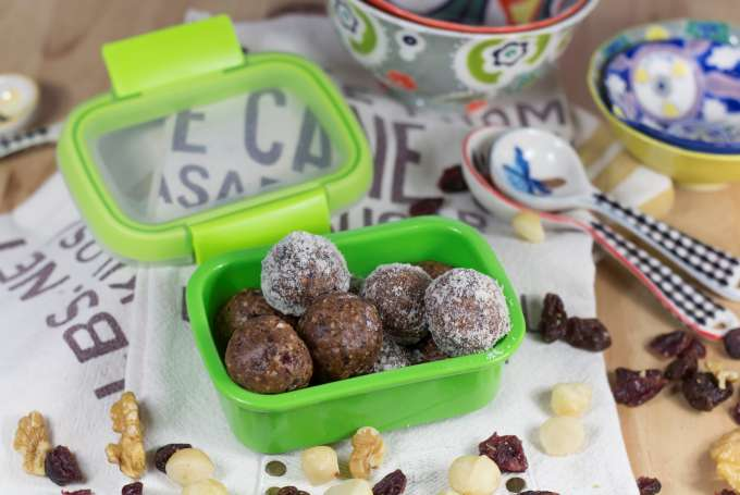 ENERGY BALLS OF DRIED FRUITS AND NUTS